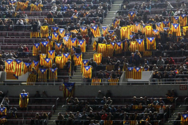 Un Camp Nou lleno de esteladas desafía a la UEFA
