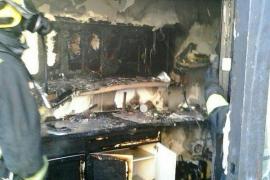 Un herido en el incendio de un taller de motos en la carretera vieja de Bunyola