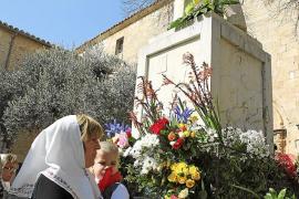 Los 'sencellers' reafirman su devoción por sor Francinaina y culpan del escándalo al Vaticano