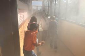 Los bomberos realizan un simulacro en el CEIP Escola Nova de Porreres