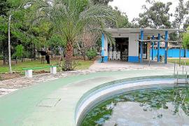 La 'ocupación' de las antiguas piscinas de Gesa pasa factura al Ajuntament de Alcúdia