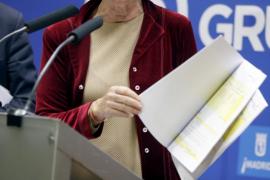 Aguirre muestra facturas para demostrar que paga la luz de su casa