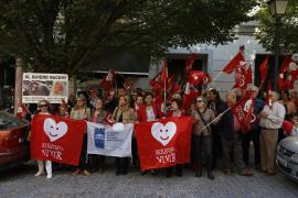 Decenas de personas rechazan en una concentración en Palma la ley del aborto