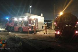 Controlado un incendio en una basura junto a la nave de la EMT