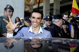 Multitudinario recibimiento a Contador