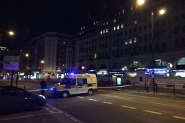 La Policía británica hace explotar de forma controlada un coche sospechoso en Londres