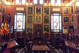 Salón de plenos de Cort sin el crucifijo