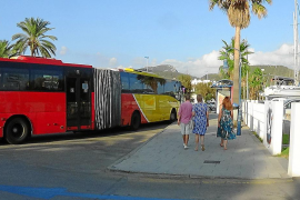 Un grupo de vecinos de Andratx recoge firmas para conseguir una línea de bus directa a Palma