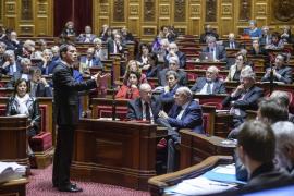 Francia prolonga el estado de emergencia por tres meses