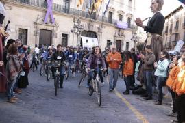 Centenares de pedaladas contra la violencia machista