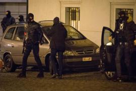 Bélgica detiene a 21 sospechosos, pero no logra dar con Salah Abdeslam