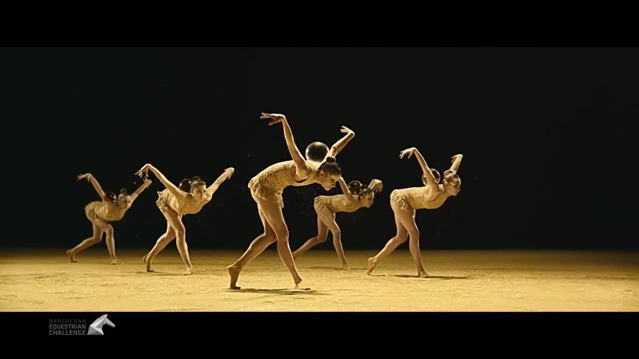 Las gimnastas españolas de rítmica brillan en el 'spot' navideño de Freixenet