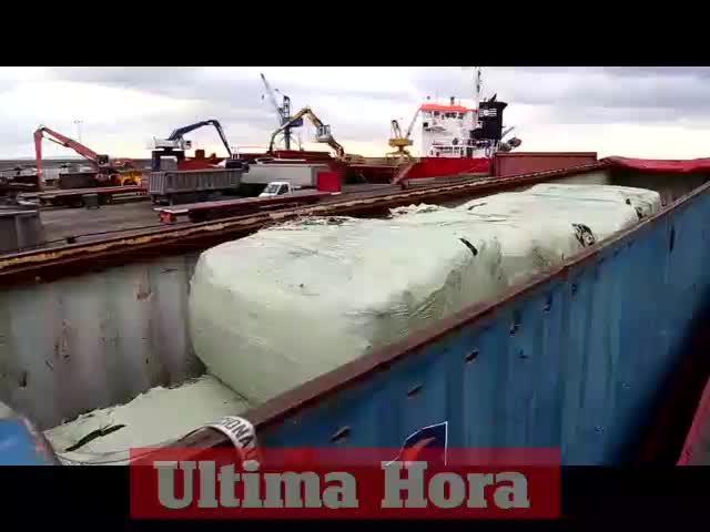 La importación de basura ha finalizado este jueves con la llegada del último barco
