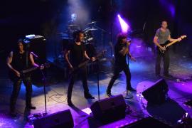 Héroes Tribut Band sube al escenario con un «invitado muy especial»