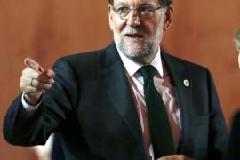 El PP intenta obviar a Ciudadanos y Podemos en su campaña