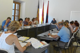 El equipo de gobierno y PP votan a favor de dos ART en el municipio y urbanizar s'Ullal