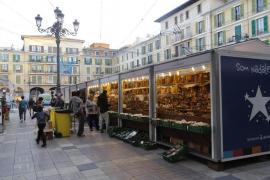 Abren los mercados navideños con «gran indignación» por el retraso