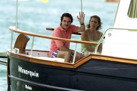 El ex presidente Aznar fue abucheado por un grupo de jóvenes en Portocolom
