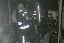 Una familia sale ilesa tras incendiarse su casa en Manacor cuando dormían