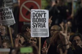 Cazas británicos lanzan sus primeros bombardeos en Siria contra el EI