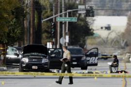 Hallan bombas en la casa de los sospechosos del tiroteo y Obama no descarta un acto terrorista