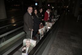 La carrera para las elecciones empieza en Balears con la tradicional pegada de carteles