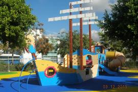Cort reabre el parque infantil situado junto al edificio de Gesa