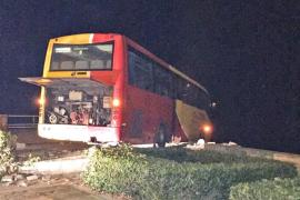 Un bus, a punto de caer al mar al fallarle los frenos en Cala Rajada