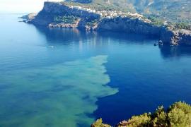 Indignación por un nuevo vertido de aguas residuales en plena bahía del Port de Sóller