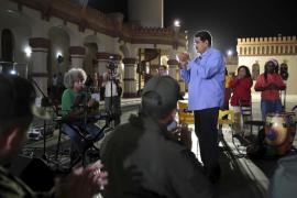 Maduro pide a los ministros que presenten su dimisión tras la derrota electoral