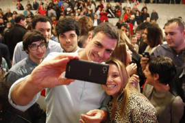 Sánchez admite que tiene que ser más «natural» en los debates