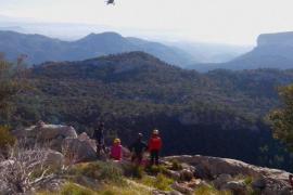 Los Bombers y la Guardia Civil rescatan a una joven en el Puig de sa Rateta