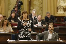 Armengol anuncia oposiciones en el IB-Salut y pago de horas pendientes
