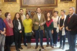 Hila muestra su compromiso con la gente que «pasa dificultades» en Palma