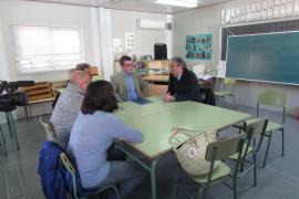 Educació se compromete a construir un nuevo colegio en Campos
