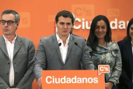 Rivera pide al PSOE que aclare si dejará gobernar al PP o forzará nuevas elecciones