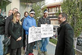 Los funcionarios no logran que el alcalde Hila se siente a negociar