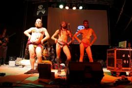 Els Catarres y Pirates Pirats tocan en Plaça Major para la 'revetlla' de Sant Sebastià