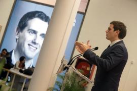 Rivera propone un pacto PP, PSOE y Ciudadanos para gobernar España