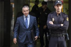 El juez Andreu propone juzgar a Blesa, Rato y 64 usuarios más de las tarjetas «black»