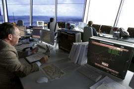 Los controladores aéreos amenazan con convocar una huelga este mes de agosto