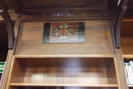 Cort recupera un plafón heráldico con las armas de Nuno Sanç y lo coloca en la biblioteca