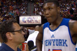 El jugador de los Knicks Cleanthony Early recibe un disparo en la pierna
