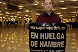 «Pasaré la Navidad en huelga de hambre en el aeropuerto porque me niego a mantener a mi madre»
