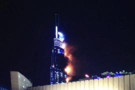 Arde un rascacielos en Dubái durante la celebración del Año Nuevo
