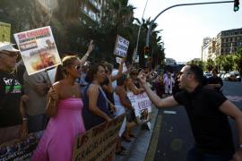 Lectura de un manifiesto e insultos en la primera corrida de toros tras la prohibición