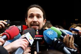 Iglesias defiende el referéndum en Cataluña y alienta la división en el PSOE