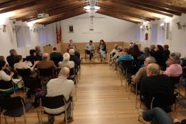 Más de 250 ciudadanos de Esporles exponen sus sugerencias a su alcaldesa