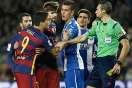 Sancionan con dos partidos a Luis Suarez por el incidente en el último derbi catalán