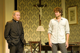 Arturo Fernández llega al Auditòrium con un conflicto cura-seminarista